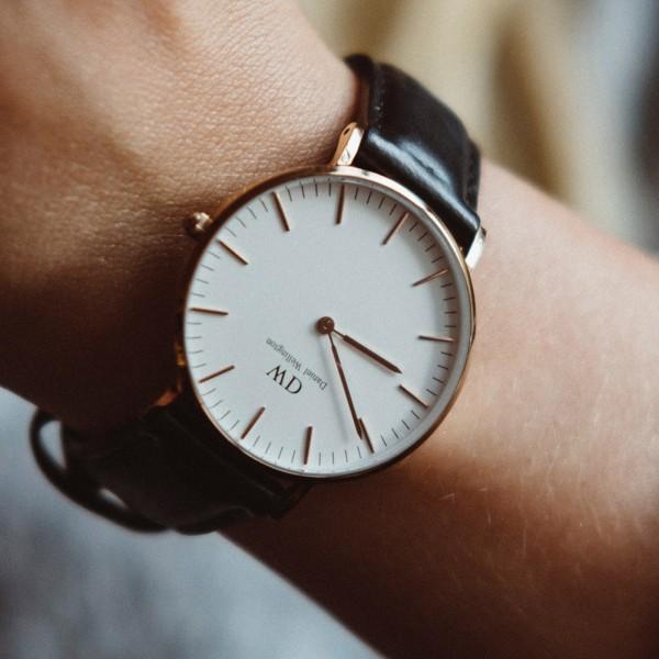 Uhr mit Eigenschaften